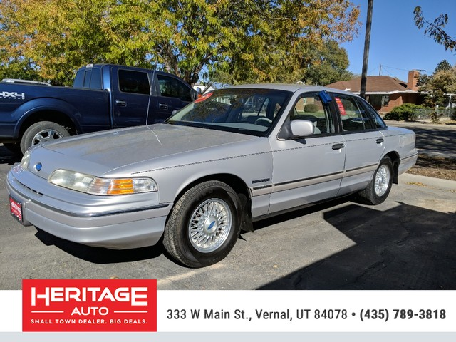Pre-Owned 1992 Ford Crown Victoria LX